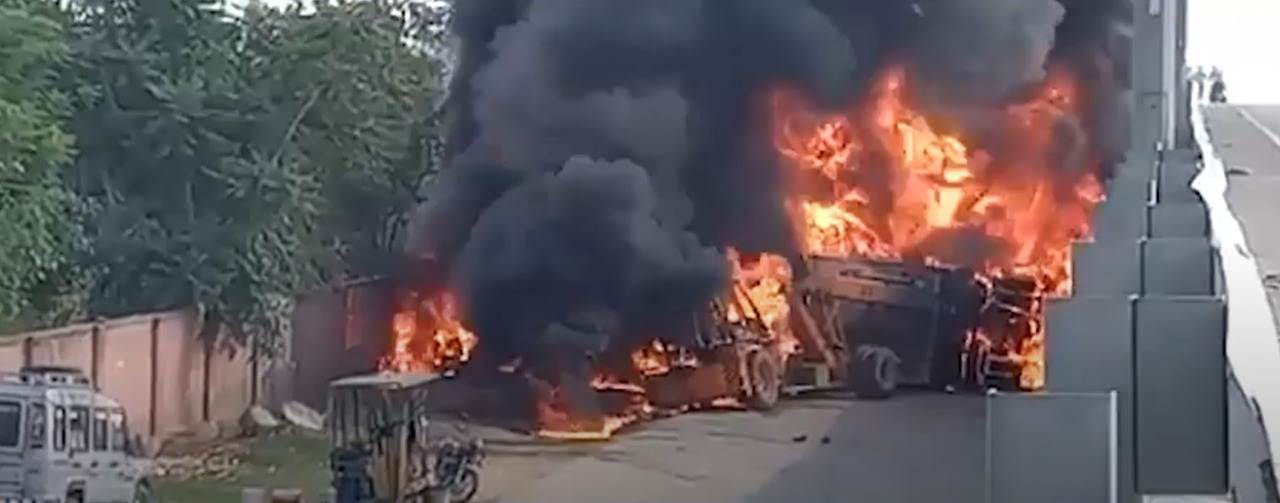 Driver Burnt to Death after 2 Trucks Collide and Catch Fire on Mumbai-Ahmedabad Highway
