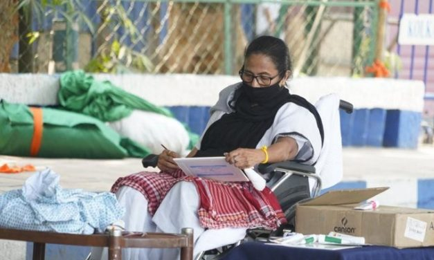 Bengal CM Mamata Banerjee caught painting on a her sit-down dharna against Election Commission