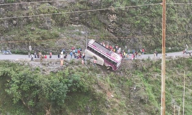 Bus in Himachal Pradesh Hangs by Thread off Cliff, Brave Driver Rescues 30 Passengers