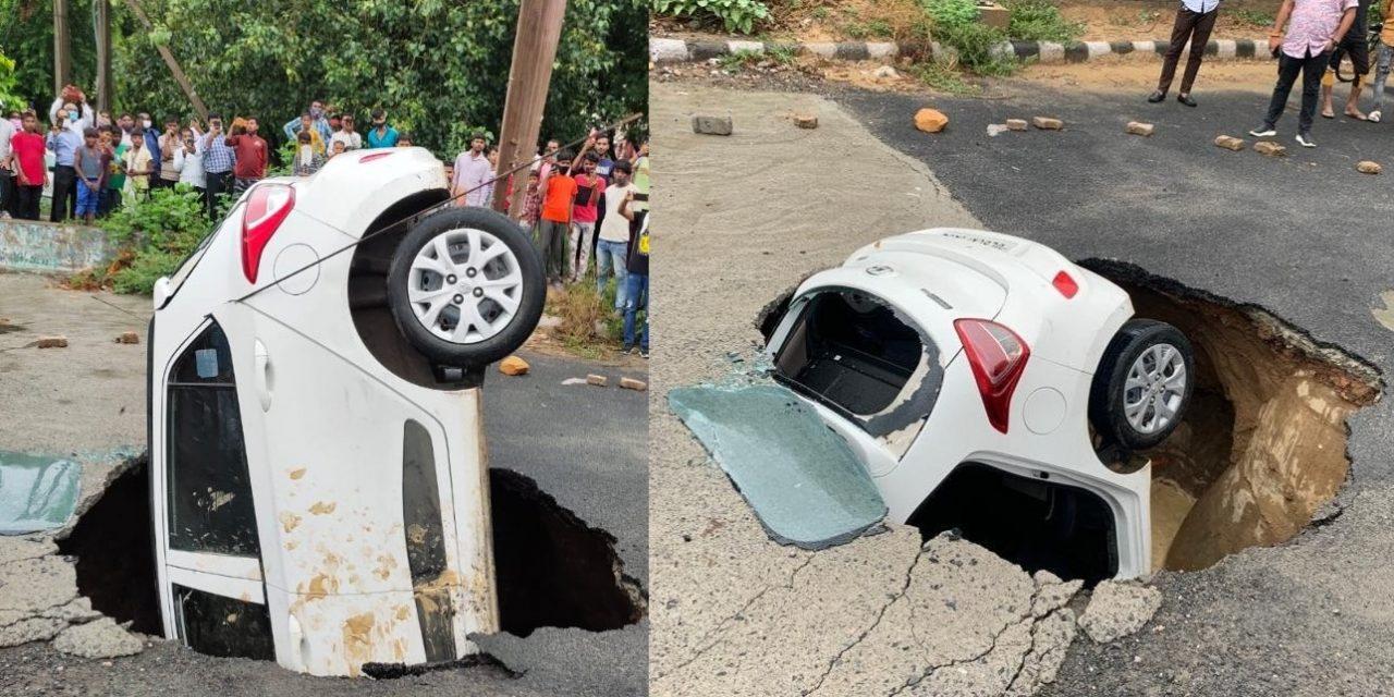 Delhi Emulates Mumbai: Traffic Cop's Car Gets Swallowed by Sinkhole, Video Goes Viral