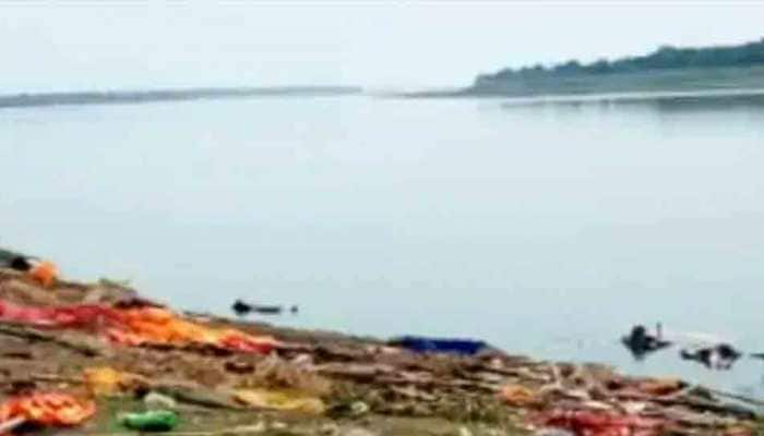 Disturbing Visuals: Dead bodies of COVID-19 suspected patients found piled up on Ganga banks in Buxar