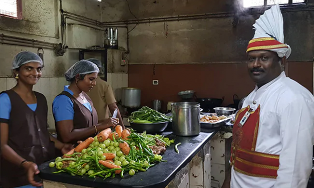 Indian Coffee House Started Hiring Women Employees For The First Time in 61 years of Business.