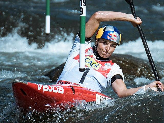 Tokyo Olympics 2020: Condom for The Fix! Australian Canoeist Jessica Fox Uses Condom to Repair Kayak
