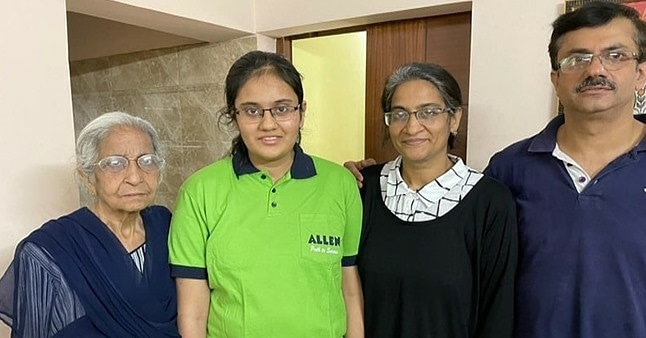 Delhi's Kavya Chopra creates history, becomes first girl to top JEE Main by scoring perfect 300
