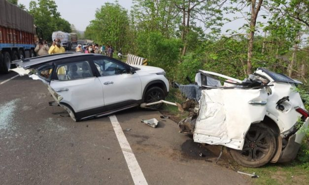 Bizarre Kia Accident: Hyundai's Kia Seltos Splits in Half; 3 People Dead