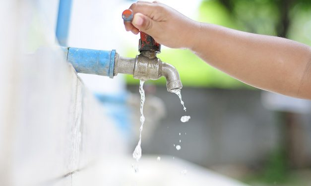 4 pair of tricks and tools to make you a water saviour in daily life.
