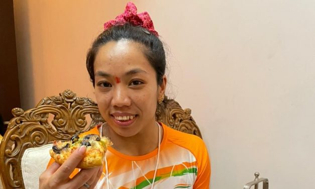 """Mirabai Chanu's Pizza wish fulfilled by Dominos, """"Lifelong Free Pizza"""" Leaves Netizens in Awe: Tokyo Olympics 2020"""