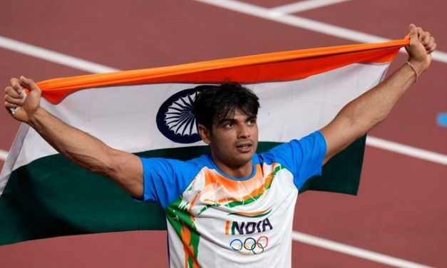 XUV700 For Neeraj Chopra: Anand Mahindra Hypes up Netizens When Asked to Gift XUV700 To Olympic Gold Medallist