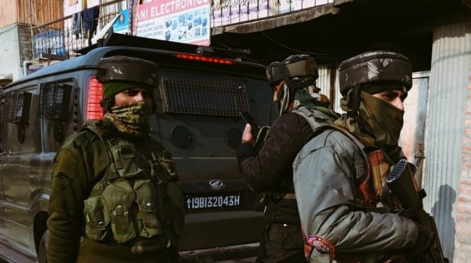 Pulwama Encounter: One Army Man and One Terrorist Dead in Ongoing Encounter