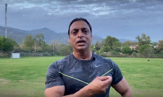 """Aapne mere bacche dara diye hai!"": Shoaib Akhtar hilariously roasts PSL anthem 'Groove Mera'"
