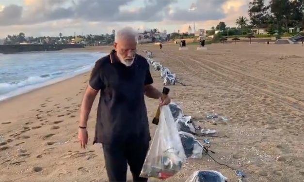 Modi Ji was seen picking up garbage on a Beach. Twitter can't stop praising.