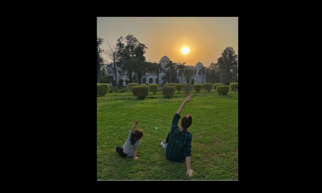 Soha Ali Khan & Inaaya's Yoga time adorable Pictures are stealing hearts, check out